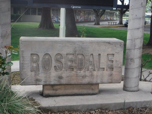 A sign that says Rosedale